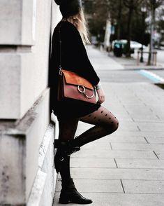 Totalement in love de mon nouveau sac Chloé ! Retrouvez ce look sur mon blog ! #winterstyle #chloebag #chloe #black Chloé Bag, Winter Fashion, Classy, Shoulder Bag, Totalement, Bags, Style, Chloe Bag, Winter