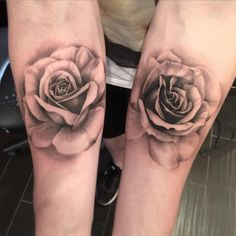 So awesome @your_core came back to get another beautiful rose from @mikeyctattoo.