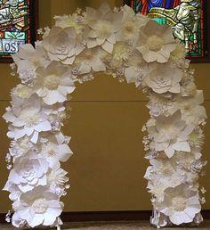 Свадебная арка из бумажных цветов