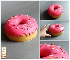 http://www.paintcakes.com  donuts, donuts, simpsons, cake, cake design, Paint Cakes, livraison, gâteau d'anniversaire, geek, nerd, comics, manga