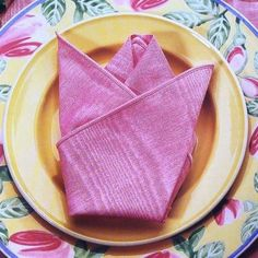 <b>If you frequently host dinner parties, you should have a couple cool napkin folds in your arsenal.</b> Impress everyone before they've taken a single bite of food.