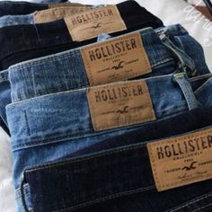 Hollister jeans.<3