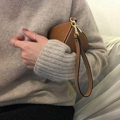 Cozy Knit, Bucket Bag, Knitting, Instagram Posts, Bags, Fashion, Handbags, Moda, Tricot