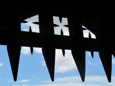 In Cahir Castle heißt es: Vorsicht, nicht den Kopf verlieren. Foto: Doris Celtic, Ireland, Irish, Castle, Pictures, Irish Language, Castles