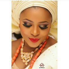 Good morning Nigeria!  Photo by @lypixphotography  Make up by @zainabazeez on @simie_a  #bride #bridal #bridalinspiration #weddings #weddinginspiration