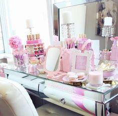 vanity mirror and pink makeup Closet Vanity, Vanity Room, Vanity Set, Vanity Ideas, Bedroom Vanities, Mirrored Vanity, Pink Vanity, Vanity Decor, Makeup Brands