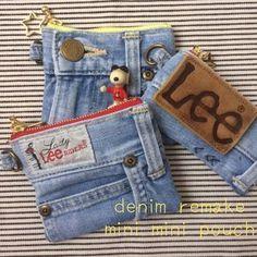 デニムリメイク☆☆ミニミニポーチ 本日PM7時すぎにフォロワー様限定、先着順でお譲り予定です。 改めてポストしますのでサイズなどはそちらをご覧ください。 今回は全部マチなしのミニミニポーチです。 - riiiiihacchi Jean Crafts, Denim Crafts, Denim Bag Patterns, Blue Jean Purses, Gypsy Bag, Denim Art, How To Make Purses, Denim Handbags, Denim Ideas