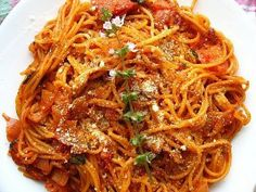 """""""Fried Spaghetti"""" - I have to admit. Spaghetti is one of my favorite foods, so it had that advantage. I was expecting to not taste any difference, but I actually did! It cooks the sauce into the no(Leftover Spaghetti Recipes) Fried Spaghetti, Spaghetti Noodles, Spaghetti And Meatballs, Spaghetti Recipes, Pasta Recipes, Chef Recipes, Italian Recipes, Cooking Recipes, Italian Foods"""