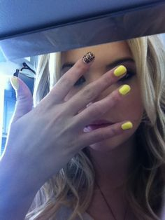 leopard yellow nails