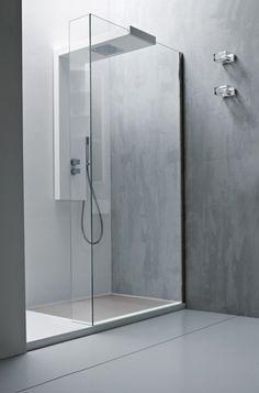 Voor als je van een minimalistische look houdt. Grijs Italiaans marmerstuc, glas en een bijzondere douche- en ophangconstructie