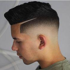 "13 curtidas, 1 comentários - Cortes Masculinos (@tendenciacortemasculino) no Instagram: ""Corte de cabelo masculino curto com #fade e risco #cortedecabelo #cortedecabelomasculino…"""
