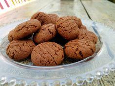 Nutella Cookies - Easy 4 ingredient Nutella cookie recipe.  #cookies #recipes #CookieRecipe #FoodieHub #KidsBakingIdeas #Biscuits #EasyBakes #EasyRecipes Cookies Ingredients, Few Ingredients, Nutella Cookies Easy, Easy Cookie Recipes, Easy Recipes, Baking With Kids, Melting Chocolate, No Bake Cake, Biscotti