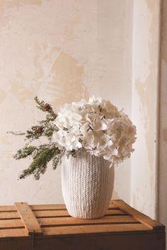 Domov tvoří detaily Vase, Home Decor, Flowers, Decoration Home, Room Decor, Vases, Home Interior Design, Home Decoration, Interior Design