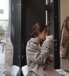 Pinterest Photography, Girl Photography, Korean Aesthetic, Aesthetic Photo, Ulzzang Fashion, Korean Fashion, Ulzzang Korean Girl, Beautiful Figure, Girl Falling
