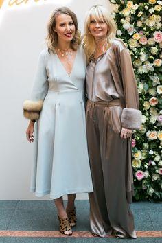 Ксения Собчак и Яна Расковалова в одежде и украшениях Yana на открытии бутика Yana в Санкт-Петербурге
