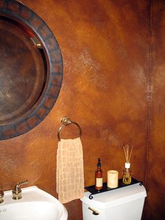 color washing, rusty copper/red walls creates a striking effect with the white porcillin bathroom wares Faux Walls, Textured Walls, Metal Walls, Metal Wall Art, Wall Finishes, Faux Paint Finishes, Leather Wall, Metal Clock, Southwest Decor