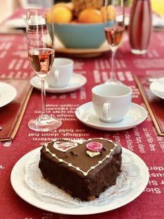 Tischdecke zum Muttertag, mit eingewebten Zitaten zum Thema LIEBE! Cake, Desserts, Food, Mother's Day, Weaving, Pie Cake, Meal, Cakes, Deserts