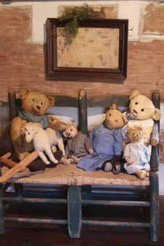 primitive antique bears on ladderback rush seat bench Old Teddy Bears, Antique Teddy Bears, Antique Toys, Vintage Toys, Love Bear, Doll Quilt, Bear Doll, Old Toys, Art Dolls