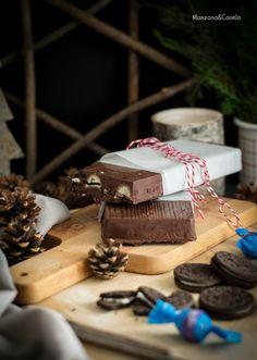 Turrón de chocolate con Oreos y bombones.