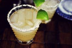 Honey Lime Margaritas-Lime Wedges Kosher Salt ½ cups Tequila Silver (or Blanco) 4 Tablespoons Fresh Lime Juice 2 Tablespoons To 3 Tablespoons Honey Ice Five ingredients, five minutes, incredible margaritas! Coconut Lime Margarita Recipe, Key Lime Margarita, Frozen Mango Margarita, Classic Margarita Recipe, Margarita Day, Margarita Recipes, Margarita Flavors, Drink Recipes, Yummy Recipes