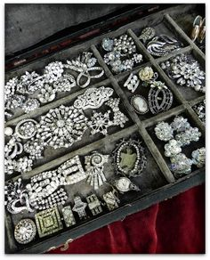 Jewelry OFF! a fabulous collection of vintage rhinestone jewelry - one of 8 picks for this… Or Antique, Antique Jewelry, Vintage Jewelry, Antique Toys, Vintage Clothing, Rhinestone Jewelry, Vintage Rhinestone, Bridal Jewelry, Gold Jewelry
