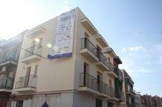 26 -6-2013 #Proyectoprei.Se quitan los andamios de fachada, y #Parex empieza con el preparado de fachada de local y torreon