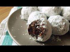 Πανεύκολα σοκολατάκια για όσους νηστεύουν! Είναι τόσο νόστιμα που δεν θα το πιστεύετε! Δείτε τη συνταγή στο Foodouki και δοκιμάστε τα! Dessert Cups, Cup Desserts, Greek Recipes, Muffin, Food And Drink, Ice Cream, Pudding, Sweets, Cookies