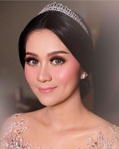 Muslimah Wedding Dress, Wedding Hijab, Wedding Makeup Looks, Wedding Beauty, Hijab Makeup, Hair Makeup, Flawless Makeup, Beauty Makeup, Bridal Make Up