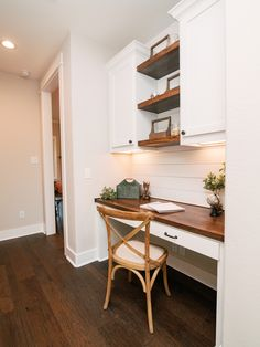 Elizabeth Series — Reece Homes Kitchen Office Nook, Home Office Space, Home Office Design, Home Decor Kitchen, Built In Computer Desk, Computer Nook, Desk Nook, Living Room Built Ins, Desk In Living Room