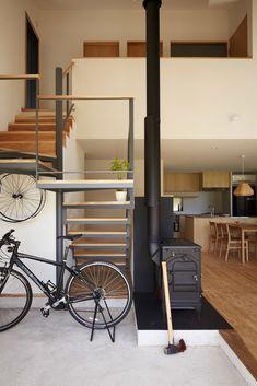 黒色の玄関・廊下・階段のデザイン:をご紹介。こちらでお気に入りの玄関・廊下・階段デザインを見つけて、自分だけの素敵な家を完成させましょう。