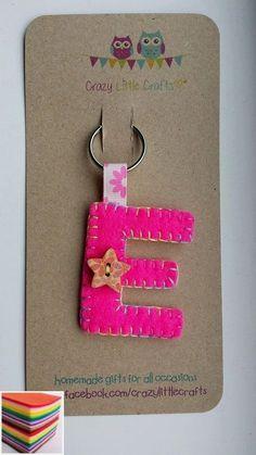 Handsewn Initial Felt Keyring / Bag Charm by xCrazyLittleCraftsx - Ideas In Crafting Easy Felt Crafts, Felt Diy, Crafts To Make, Sewing Projects For Kids, Easy Craft Projects, Felt Projects, Fabric Crafts, Sewing Crafts, Felt Keychain
