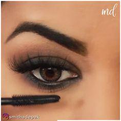 Smokey Eye Makeup Video, Smoke Eye Makeup, Brown Smokey Eye Makeup, Black Eye Makeup, Makeup Looks Tutorial, Smokey Eye Makeup Tutorial, Eye Makeup Steps, Eye Makeup Art, Black Dress Makeup