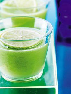Juice er en hurtig, enkel og lækker måde at tanke op med sundhed på i en fart. Vi giver dig på 20 supersunde juice-opskrifter, som du selv kan presse.