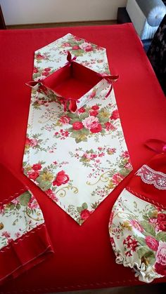 This Pin was discovered by Mes Diy Home Crafts, Easy Diy Crafts, Sewing Crafts, Kitchen Kit, Ribbon Embroidery Tutorial, Ramadan Crafts, Kitchen Fabric, Embroidery Hearts, Table Runner Pattern