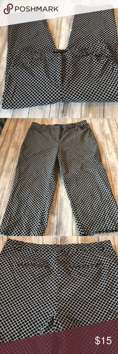 Cute  Capris Cute capris all over print in black and white. Only wore once Zach and Rachel Pants Capris