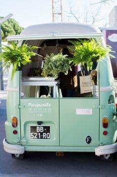 Si vous habitez à Montpellier vous n'avez pas pu passer à côté du Flower Truck Marguerite de Lucile. Cette jolie fleuriste nomade sillonne les routes de Montpellier pour proposer des création…