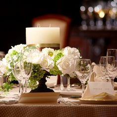 BELLE VIE THE GRAND(ベルヴィ ザ・グラン)|結婚式場写真「ホワイト&グリーンの上質なコーディネイト テーブルスポットとキャンドルが煌めくナイトウエディングもオススメ!」 【みんなのウェディング】