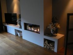 tv meubel met elektrische haard - Google zoeken Tv Over Fireplace, Modern Fireplace, Fireplace Wall, Fireplace Design, New Living Room, Home And Living, Diy Home Furniture, Front Rooms, Fireplace Remodel