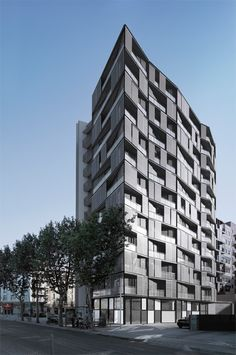 OAB – Ferrater & Asociados, Aleix Bagué · Edificio de 68 viviendas, locales comerciales y aparcamientos