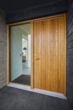 High quality door series designed by Lars Vejen for Vahle Exterior Cladding, Exterior Doors, Modern Exterior, Exterior Design, Pool House Designs, Timber Door, Back Doors, Entrance Doors, Sliding Glass Door