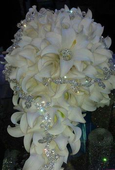 Simply perfect bouquet for a beautiful bride