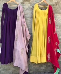 Color contrast The post Color contrast appeared first on ThealiceOnline. Simple Kurti Designs, Stylish Dress Designs, Kurta Designs Women, Stylish Dresses, Salwar Designs, Indian Gowns Dresses, Indian Fashion Dresses, Dress Indian Style, Indian Outfits