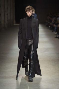 J Fall/Winter – Pitti Immagine Uomo 89 – Male Fashion Trends Source by jonathanmandel Fashion Catwalk, Foto Fashion, Dark Fashion, Leather Fashion, Fashion Show, Fashion Trends, Gothic Fashion Men, Fetish Fashion, Fashion Wear