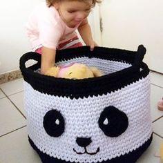 cabe tudo... E mais um pouco... #cestocroche #fiodemalha #crochefiodemalha #trapillo #ganchillo #tshirtyarn #decoração #quartodebebe #quartodemenina #quartodemenino #cestopanda #recife #pernambuco #bebesrecife #artesanato #portabrinquedos #cestoparabrinquedos Bassinet, Projects To Try, Baskets, Ideas, Baby Room Boys, Baby Things, Recife, Craft, Everything