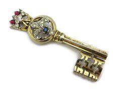 Trifari key brooch