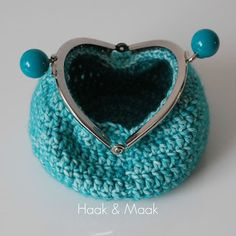 Haak by Daphne Household Items, Crochet Earrings, Coin Purse, Make Up, Wallet, Purses, Crystals, Knitting, Pattern