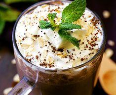 Ce délicieux smoothie au café est ce qu'on appelle un matin tout inclus! Café fort, gruau, bananes et graines de lin dans le même verre!
