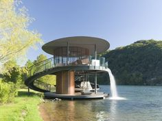 Man-Made Waterfall Architecture Designed by Bercy Chen Studio, the Shore Vista Boat Dock is located on a bend in Lake Austin across from Canyonland Nature Preserve. Villa Architecture, Unique Architecture, Water Architecture, Water House, Boat House, Tiny House, Unusual Homes, Floating House, Floating Dock