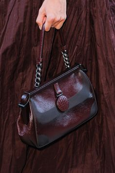 Bottega Veneta at Milan Fashion Week Spring 2014 - Details Runway Photos Bordeaux, Burgundy Fashion, Terracota, Burgundy Wine, Oxblood, Violet, Beautiful Bags, Bottega Veneta, My Bags
