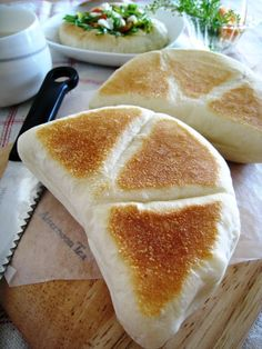"It's bread is delicious most freshly baked! Please, try to enjoy the oven unnecessary and easy to make, ""frying pan de pan""! Baby Food Recipes, Cooking Recipes, My Favorite Food, Favorite Recipes, Fromage Cheese, Cooking Bread, Food Staples, Asian Cooking, Vegan Baking"
